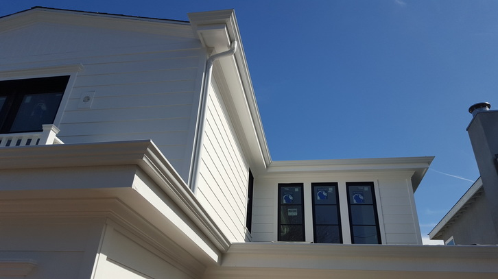 This Is Our New Crown Molding Fascia Gutter Job Was Recently Completed In West La Rain Gutters Offer A Uniquely Diffe Profile Than